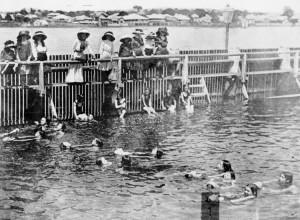 1909-lifesaving-practice